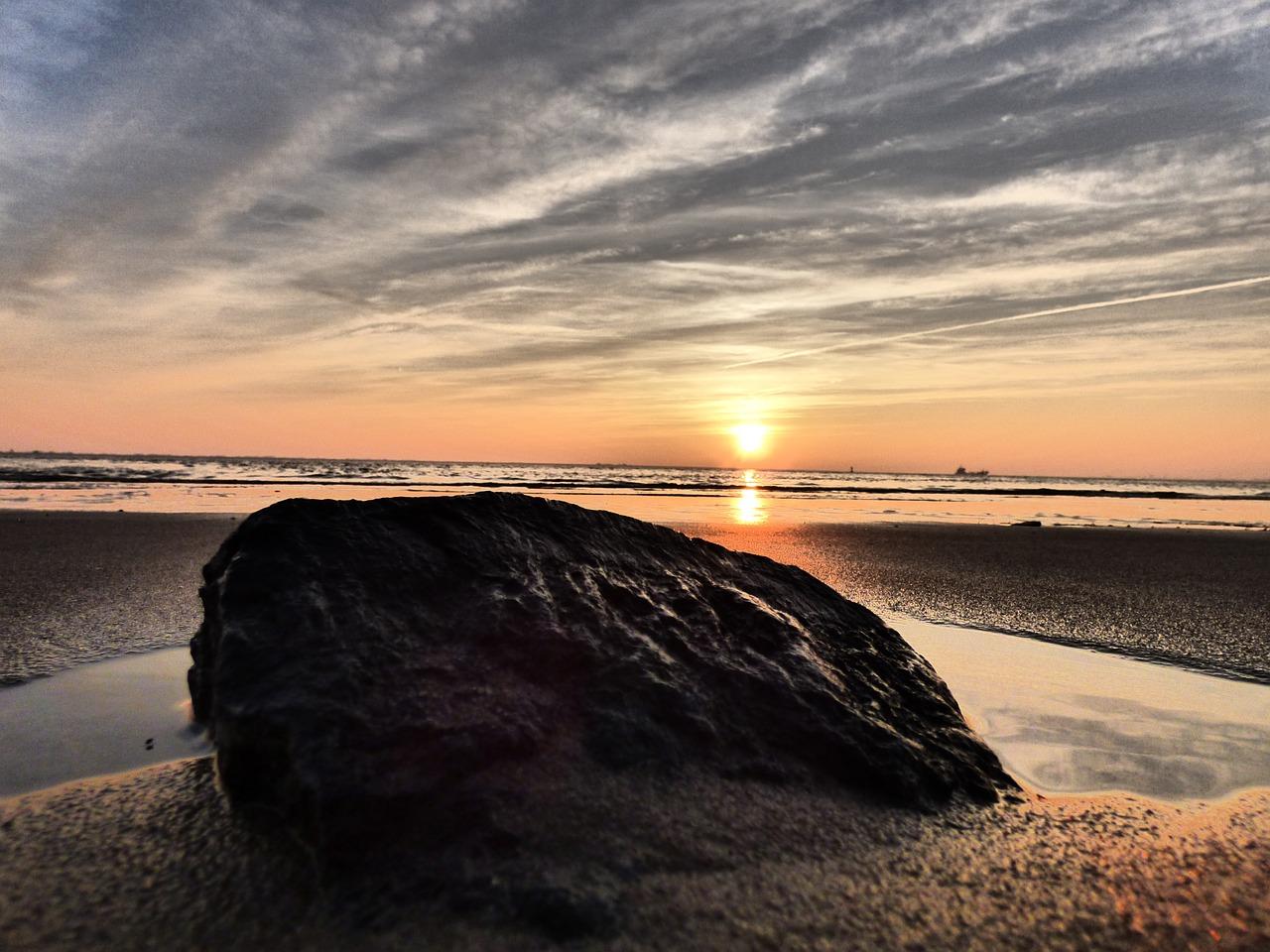 elbe-beach-735750_1280